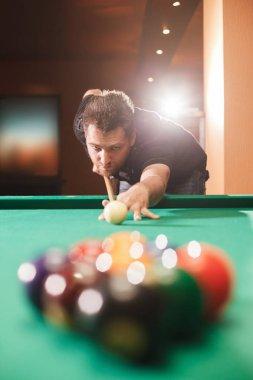 Player breaks pyramid in billiards