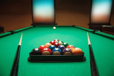 two cues and billiard pyramid