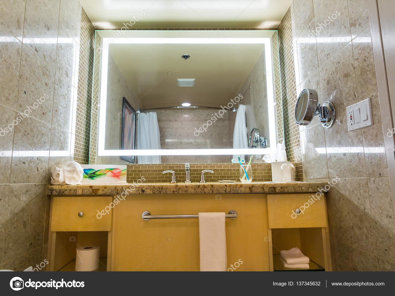 Luxus-Interieur des Hotelbad — Stockfoto © Nomadsoul1 #137345632