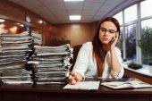mladá žena účetní