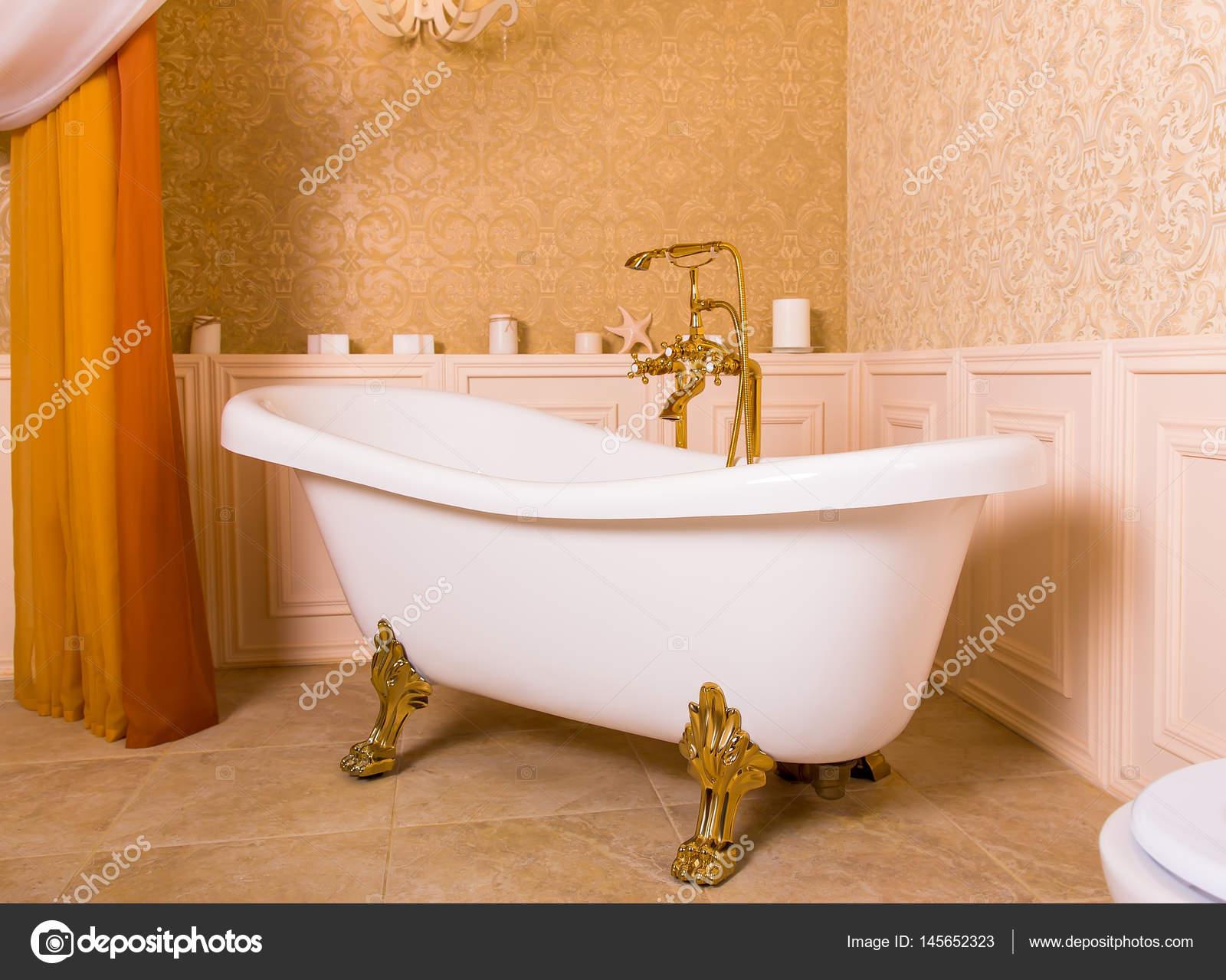 Miroir Tv Salle De Bain Leroy Merlin ~ brillant dor robinet et bain blanc photographie nomadsoul1