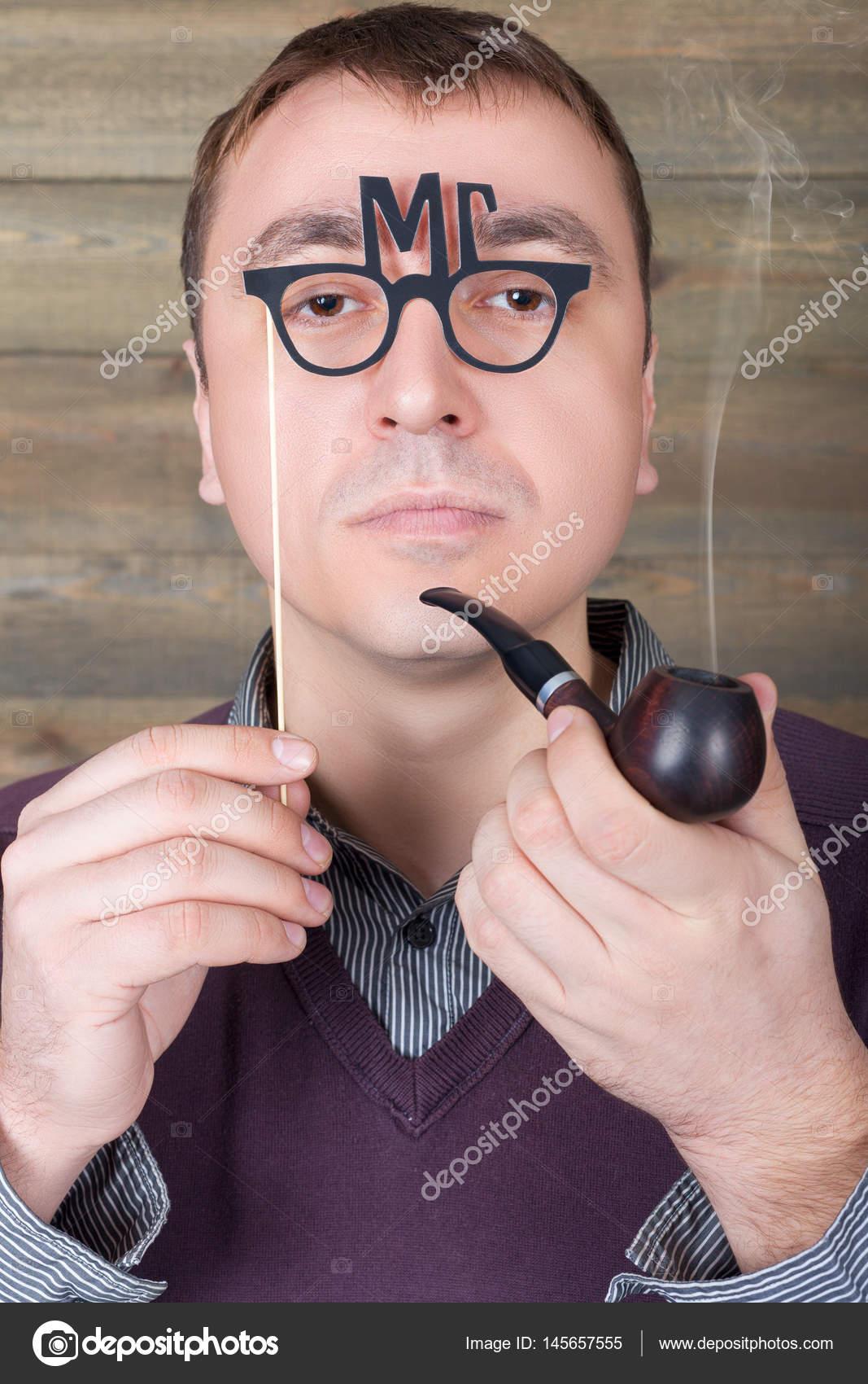 Γυναίκες δίνοντας σε έναν άντρα μια πίπα