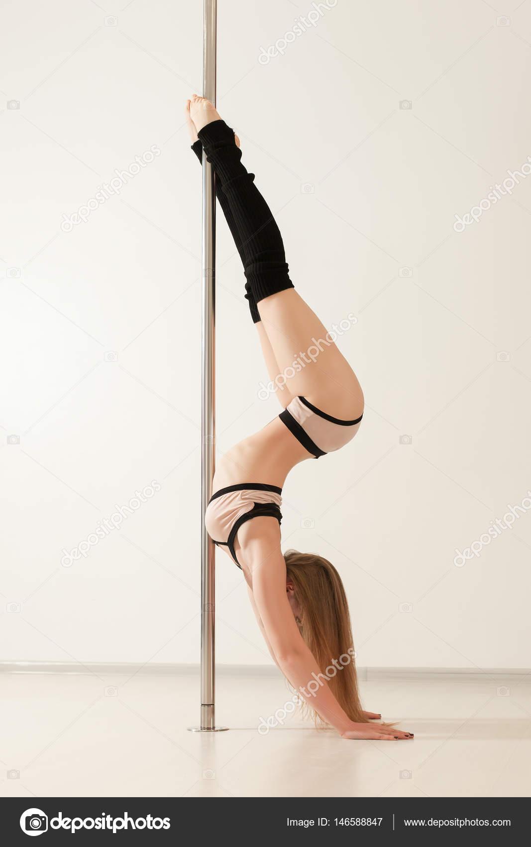 7d3c56d0b mulher de dançarina de polo atrativo — Fotografias de Stock ...