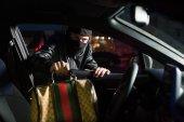 Fényképek tolvaj lopás retikül-tól autó