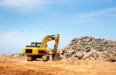 Excavation machine in a quarry