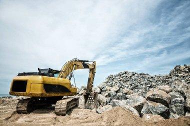 Excavation machine in a quarry
