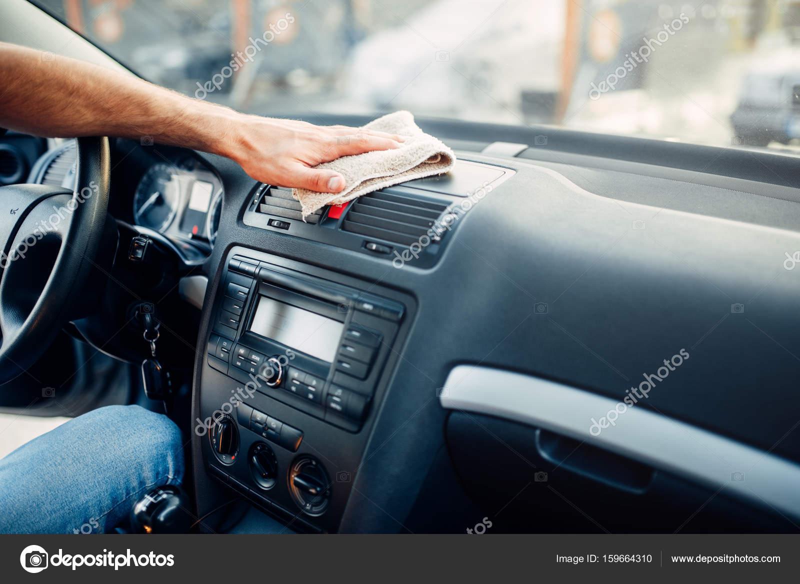 Man schoonmaken auto-interieur — Stockfoto © Nomadsoul1 #159664310