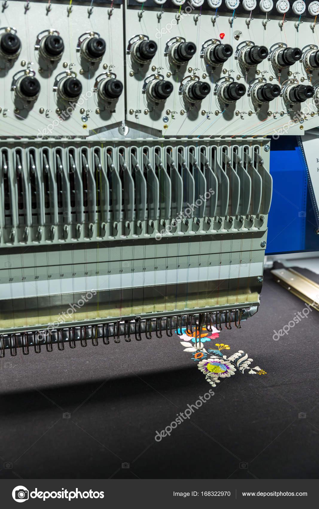 die Stickmuster Nähmaschine — Stockfoto © Nomadsoul1 #168322970