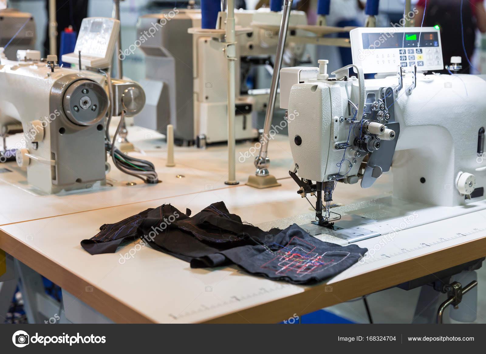 Nietypowy Okaz Profesjonalna maszyna do szycia i Tekstyliów — Zdjęcie stockowe CW17