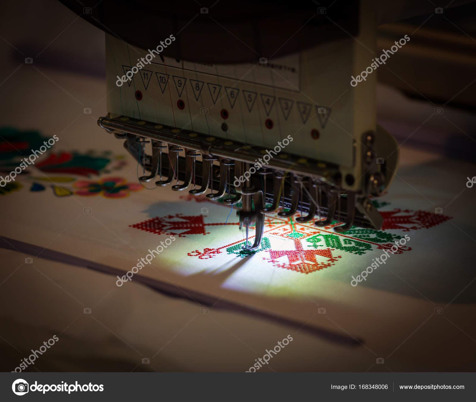 die Stickmuster Nähmaschine — Stockfoto © Nomadsoul1 #168348006