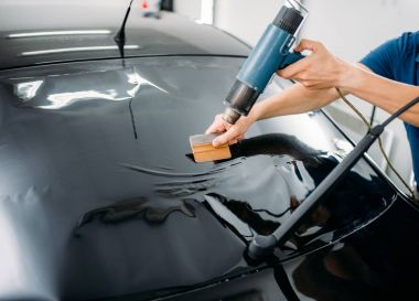 automobile mechanic working with sponge and drier