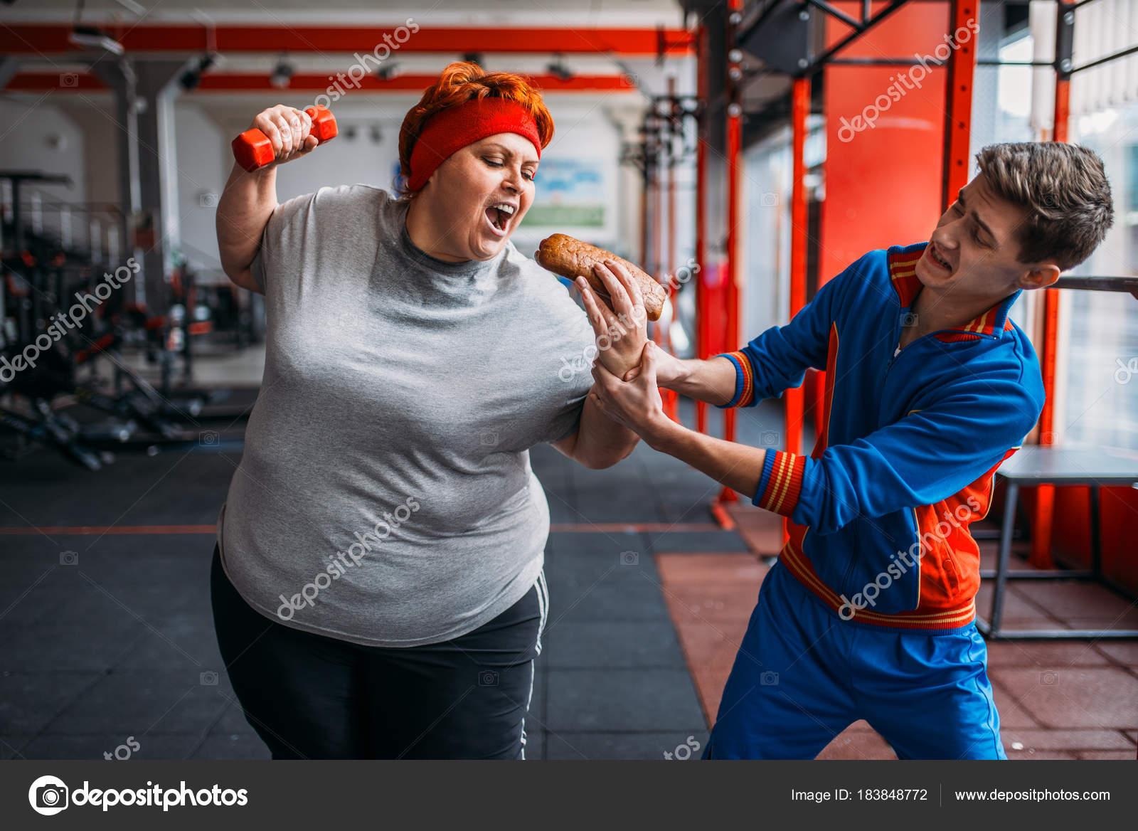 Танцует райли толстая женщина и худой парень фото зрелые англия большим