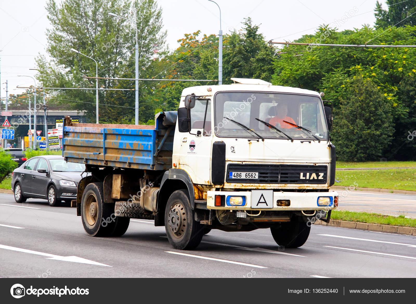 Bardzo dobry Stary samochód ciężarowy Liaz - Zdjęcie stockowe editorial TQ11