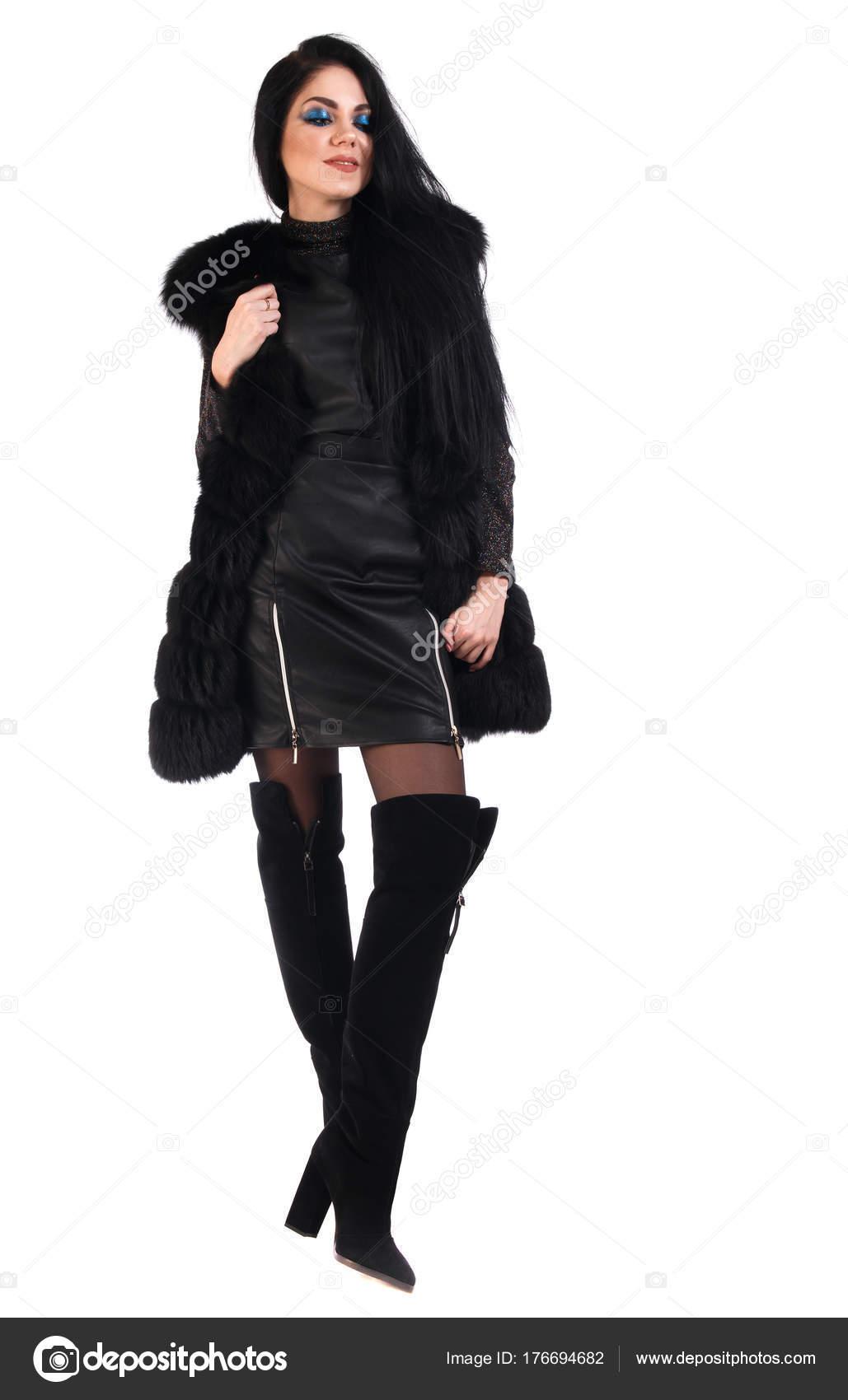 purchase cheap 49270 6fae0 Giovane Donna Vestito Pelle Nera Cappotto Pelliccia Isolato ...