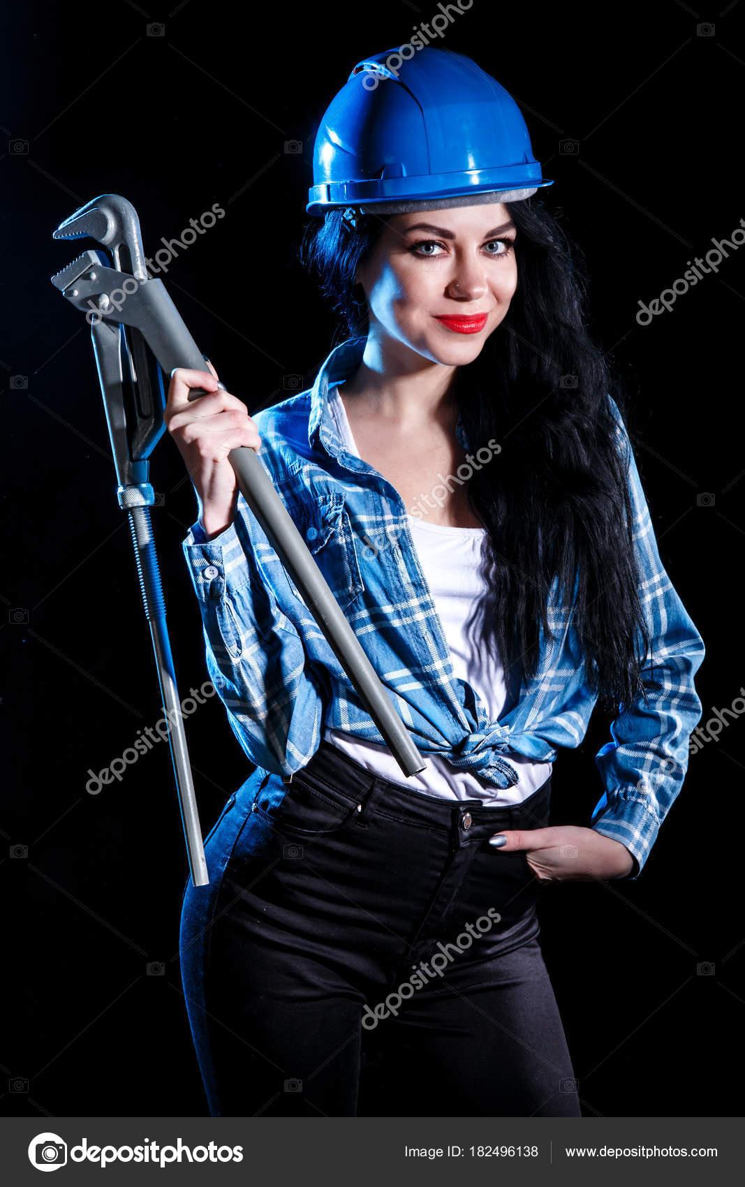 Jeunes femmes donnant des pipes