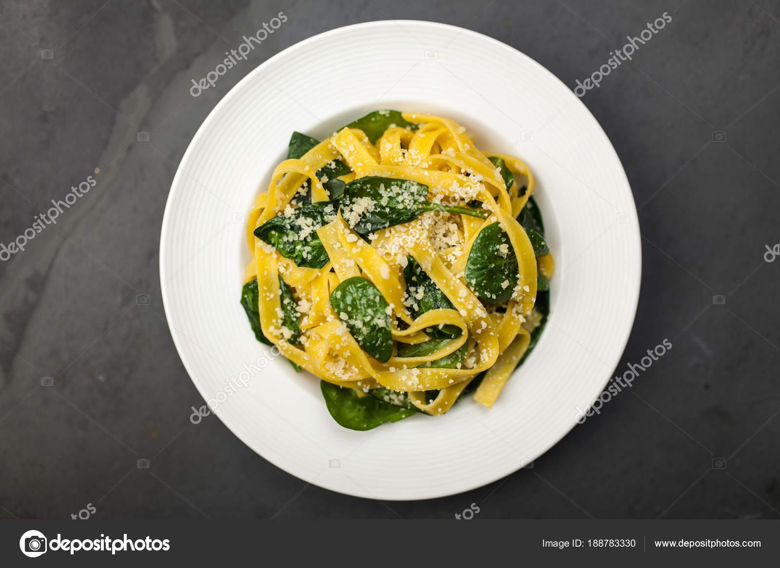Таглиателли в сливочном соусе со шпинатом