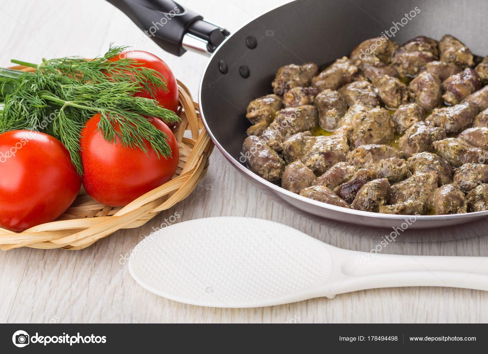 Куриные сердечки в сковороде