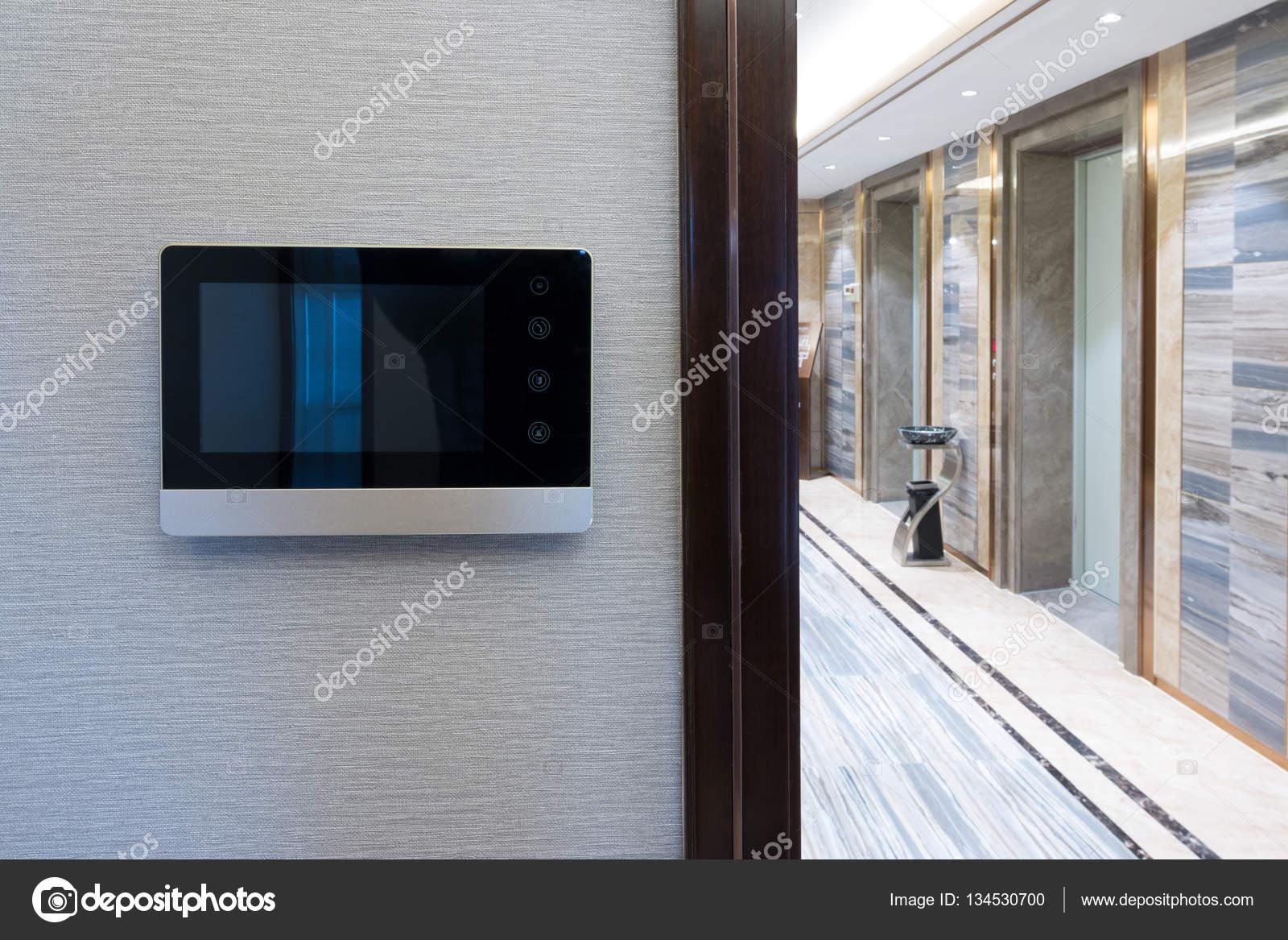 Citofono Esterno Moderno : Campanello video citofono sulla parete u foto stock zhudifeng