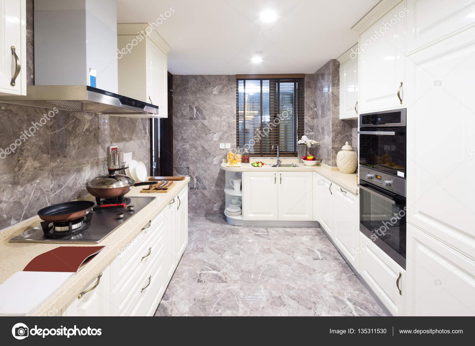 moderne küche interieur — Stockfoto © zhudifeng #135311530