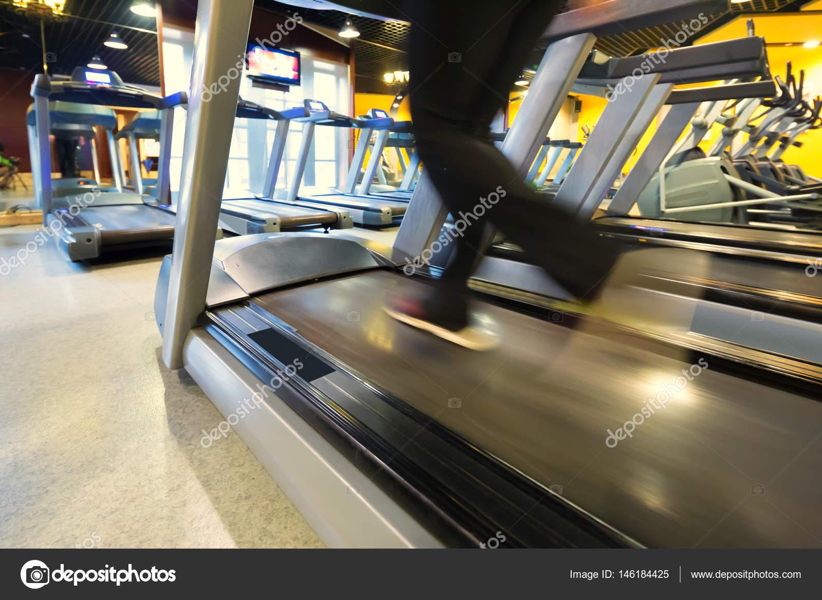 int rieur de la salle de sport moderne photographie zhudifeng 146184425. Black Bedroom Furniture Sets. Home Design Ideas
