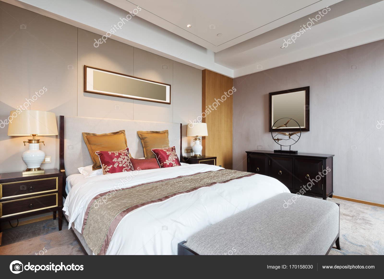 interno della camera da letto di lusso — Foto Stock © zhudifeng ...