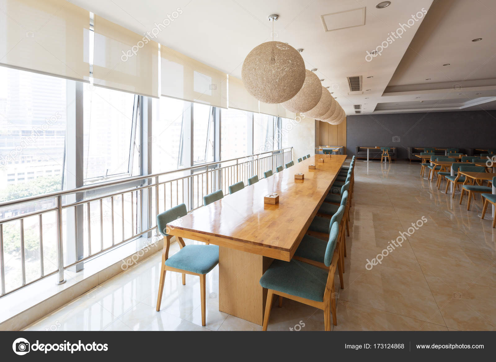 interieur van moderne cafetaria — Stockfoto © zhudifeng #173124868