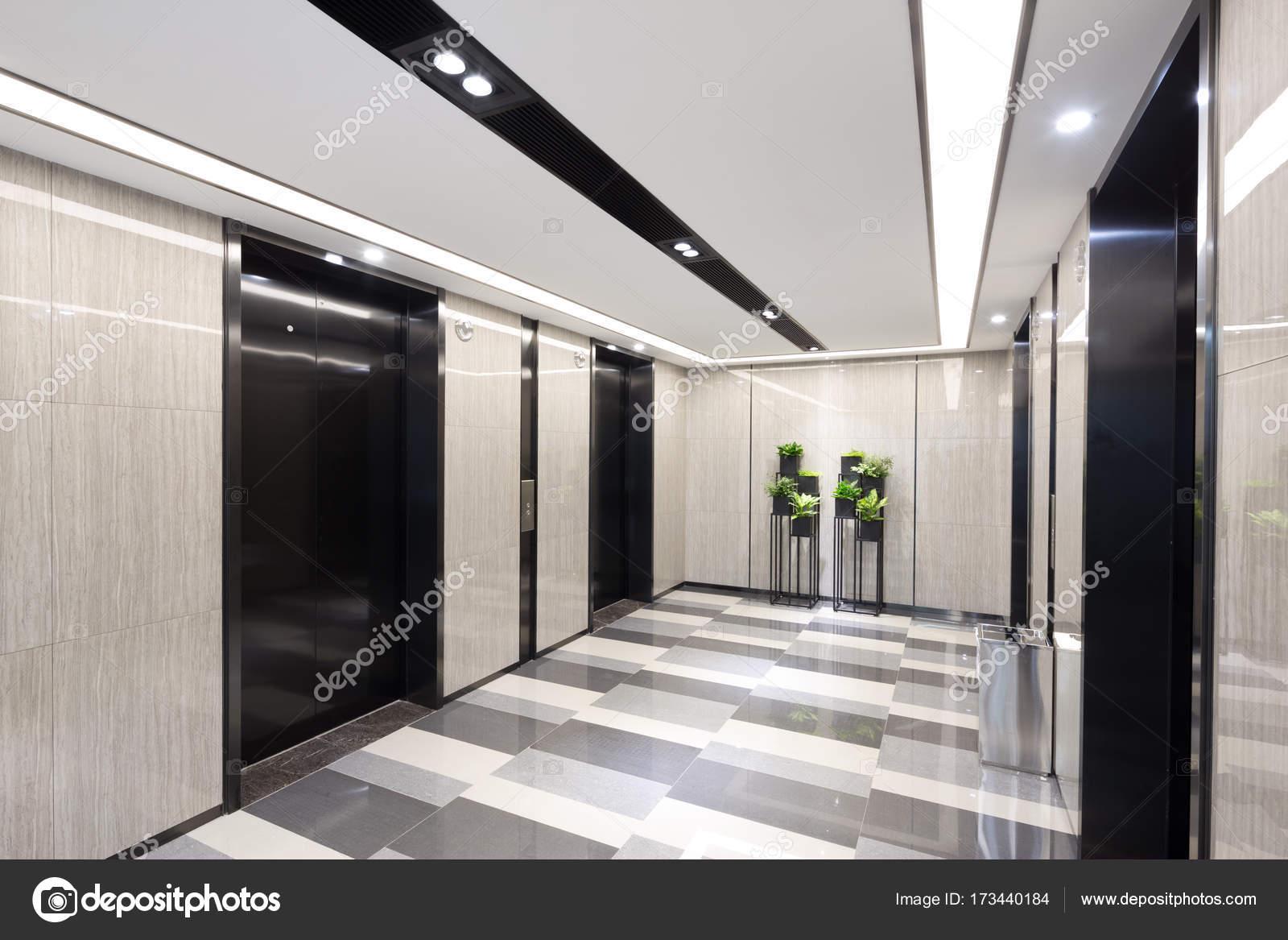 intérieur du couloir moderne — Photographie zhudifeng © #173440184