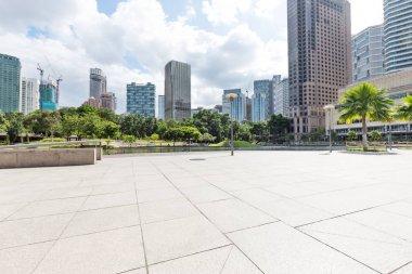 """Картина, постер, плакат, фотообои """"пустой мраморный пол и современные здания в центре куала-лумпура в облачном небе ретро"""", артикул 185440736"""