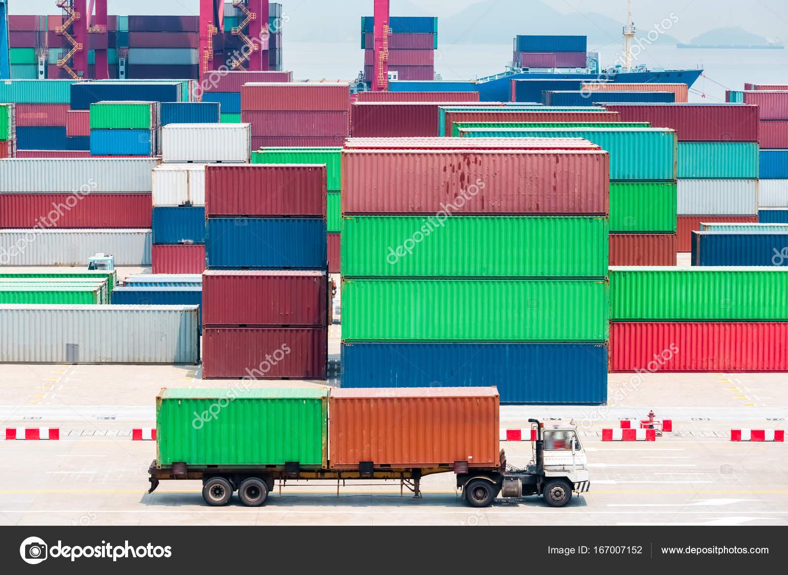 closeup terminal conteneur moderne — Photographie chungking © #167007152