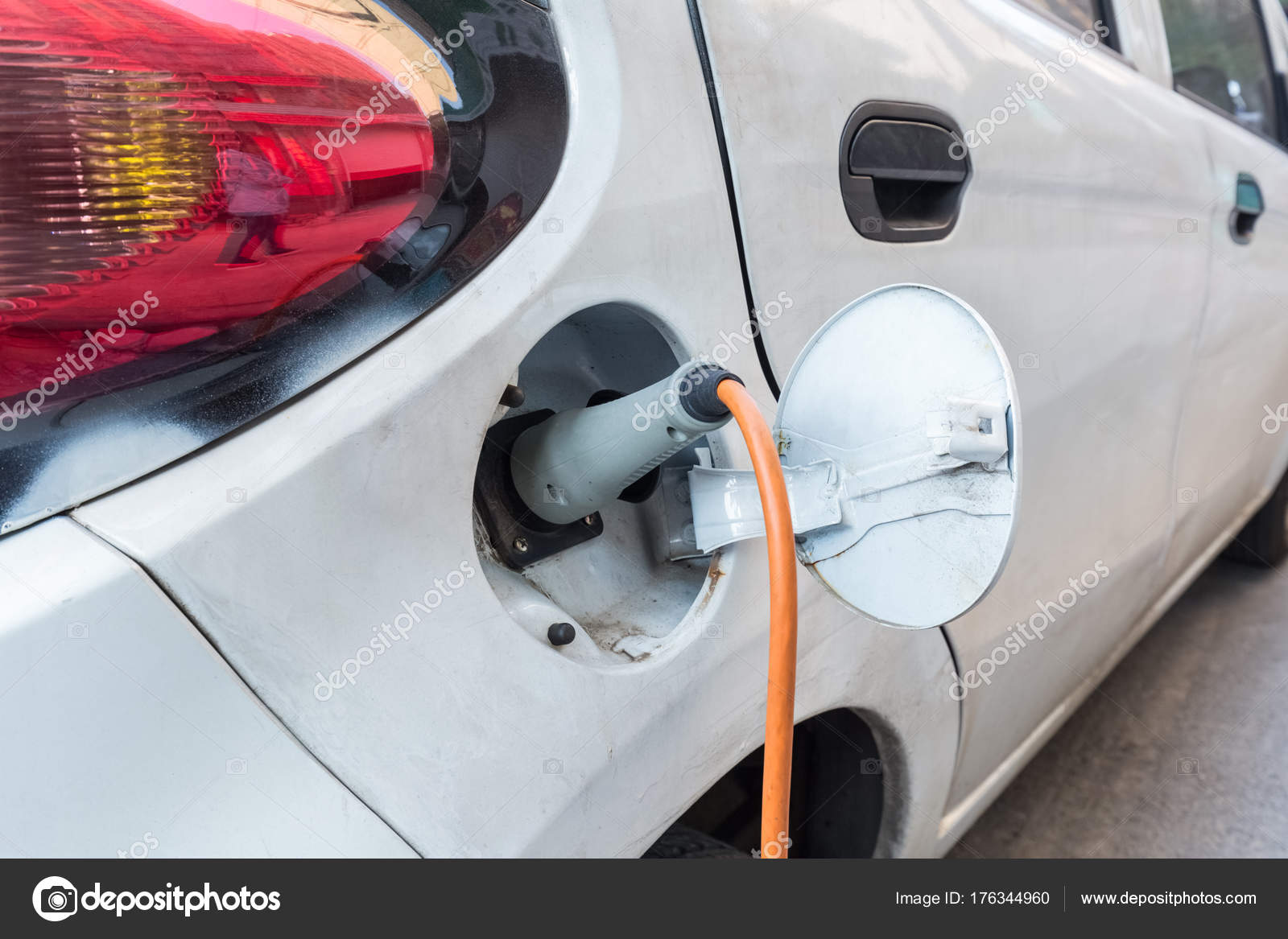 Elektrische Auto Opladen Stockfoto C Chungking 176344960