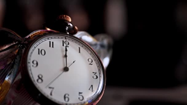 a használt óra mozgása egy régi zsebórában