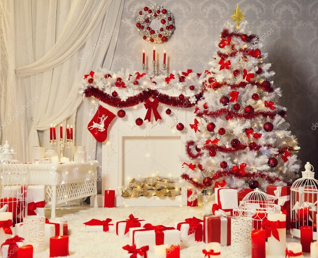 Kerstdecoratie kamer interieur witte kerstboom open haard stockfoto inarik 127253842 Arbol navideno blanco decorado