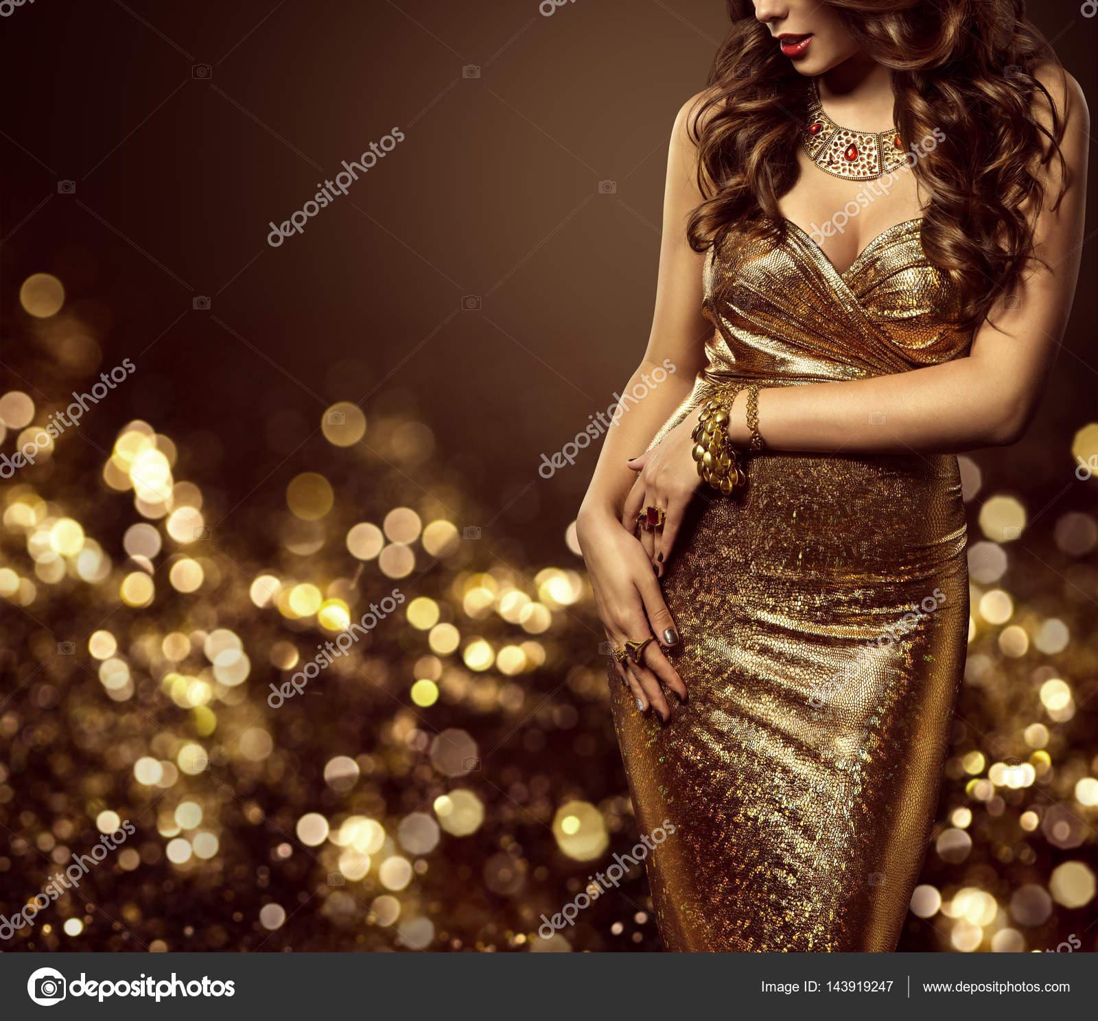 f00cfd45d Corpo de modelo de moda em vestido de ouro, mulher elegante vestido dourado,  sexo