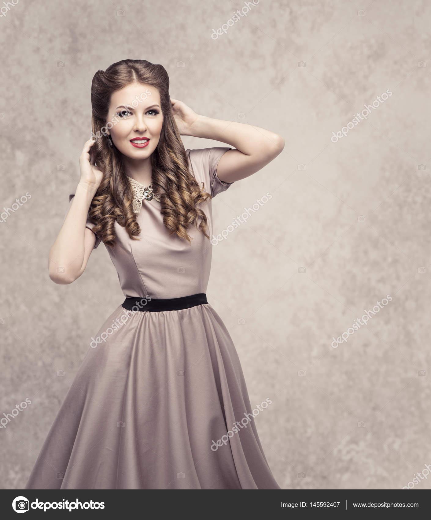 Kobiety Retro Uroda Fryzury Moda Model W Vintage Sukienka