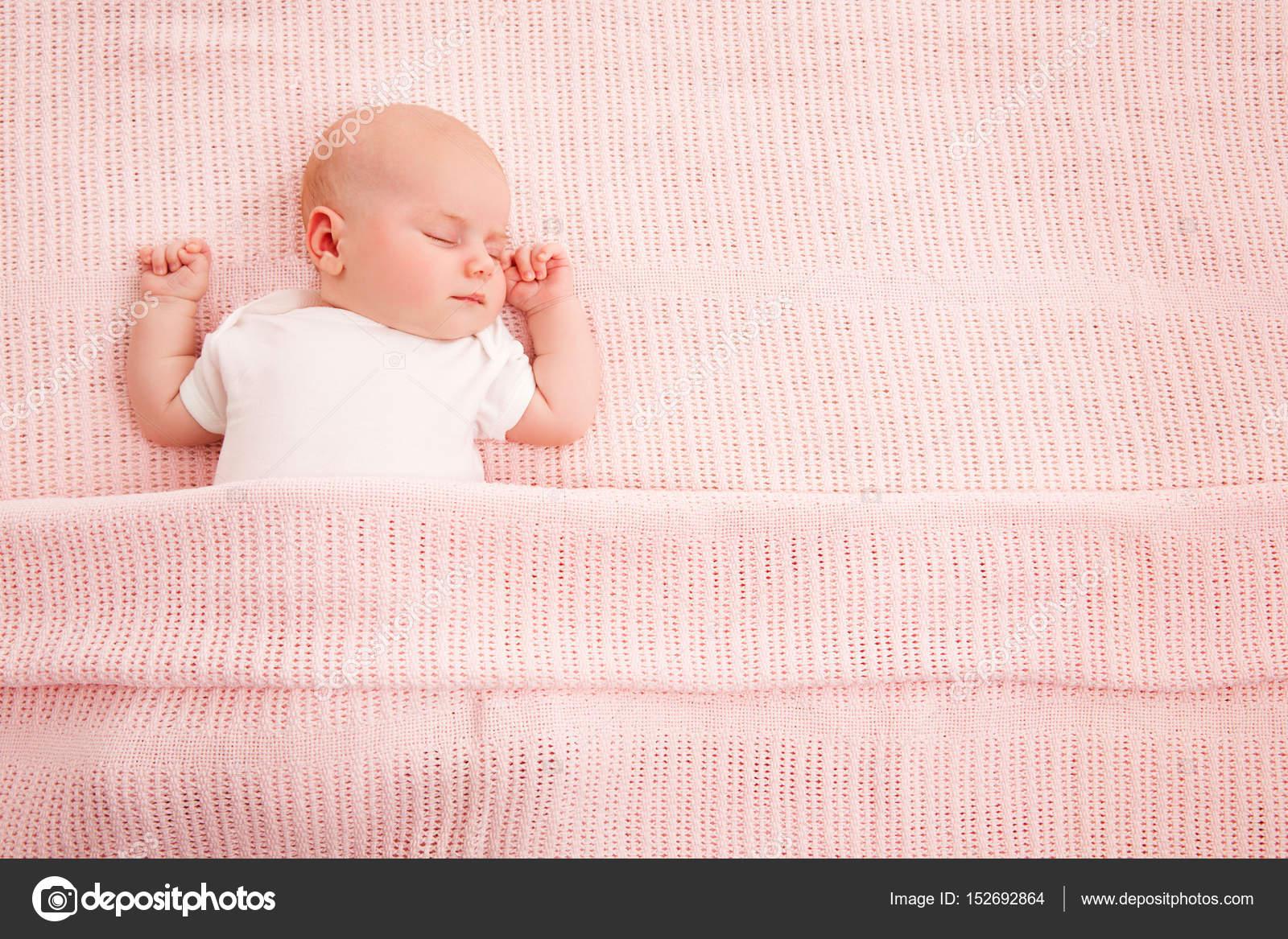 Bebé durmiendo, recién nacidos niños dormir en la cama, nuevo hijo ...