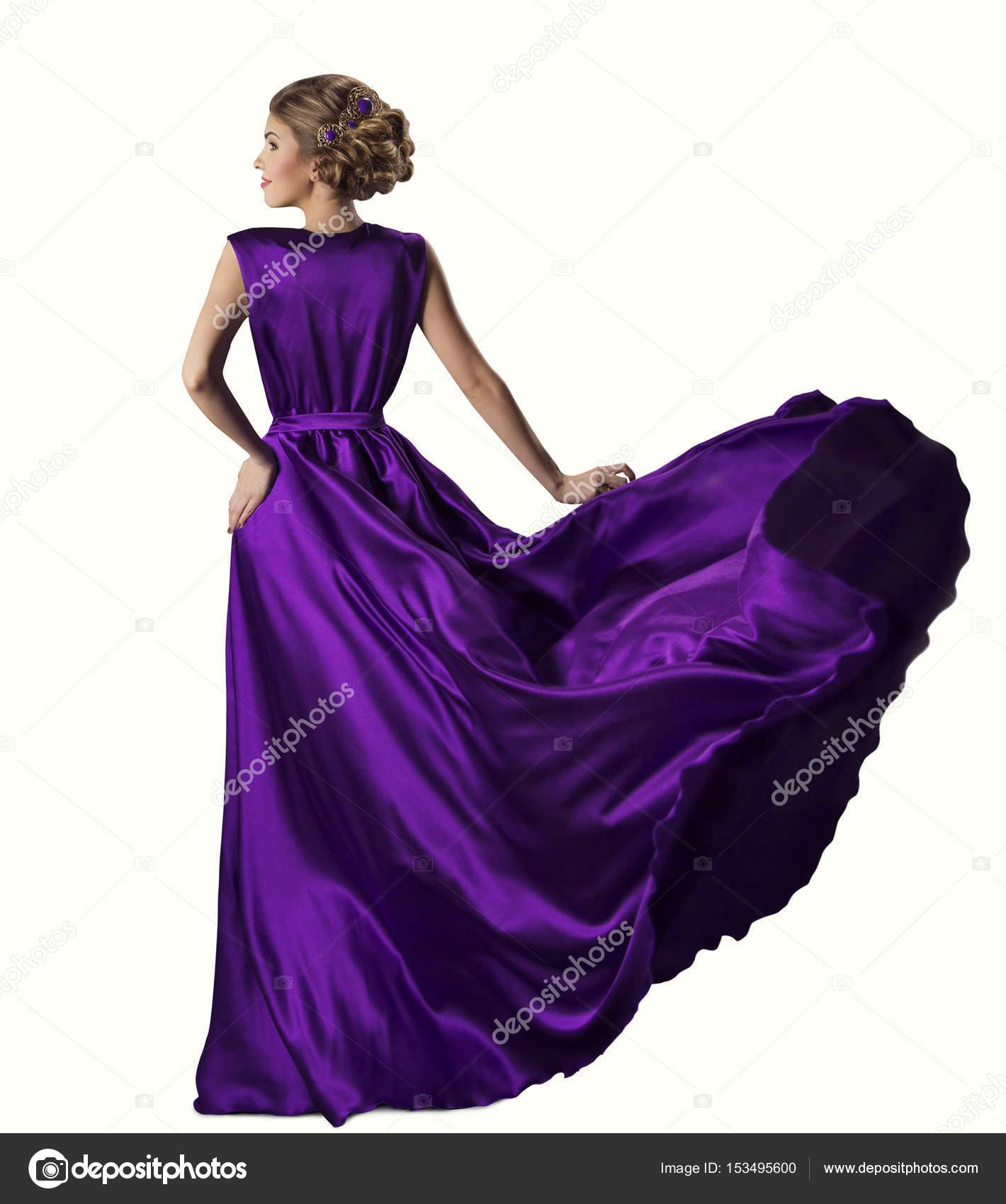 Mujer púrpura vestido, modelo de moda en vestido de seda, que agita ...