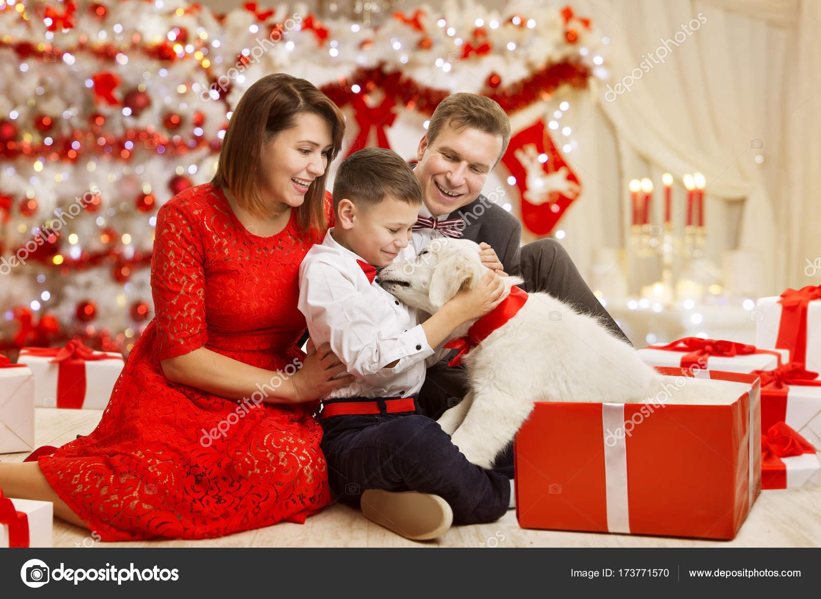 Geschenkideen Familie Weihnachten.Weihnachten Familie Geben Hund Präsent Geschenk Vater Mutter Kind