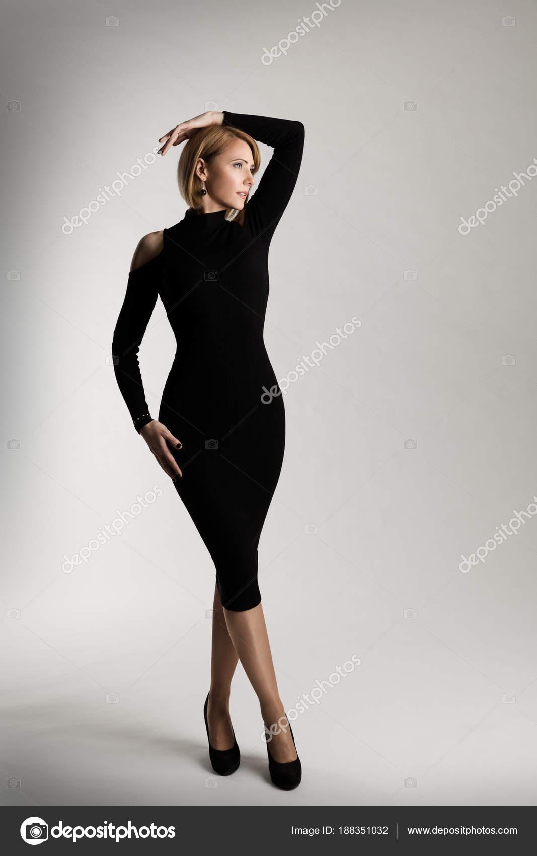 3a81301b0f0c Μόδα μοντέλο μακρύ μαύρο φόρεμα
