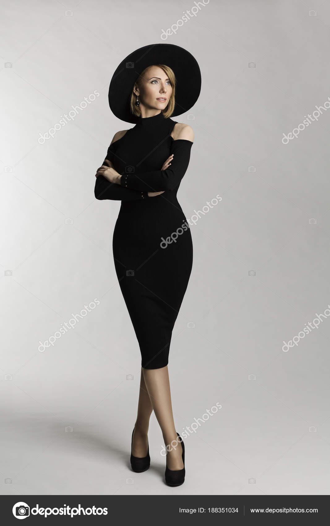 61d0832ecd16 Μόδα μοντέλο μακρύ φόρεμα