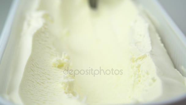 vanilkovou zmrzlinu