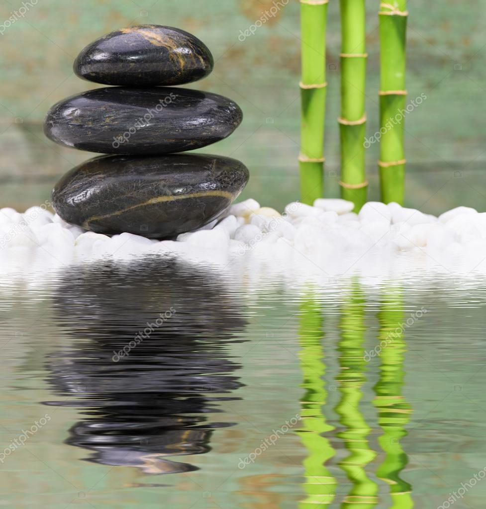 Giardino giapponese di zen con pietre impilate foto for Pietre giardino zen