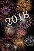 tűzijáték a silvester új éves időpont 2018-ra mély ég