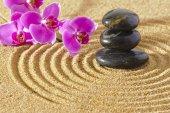 Japonská Zenová zahrada klid s kamenem texturou písku