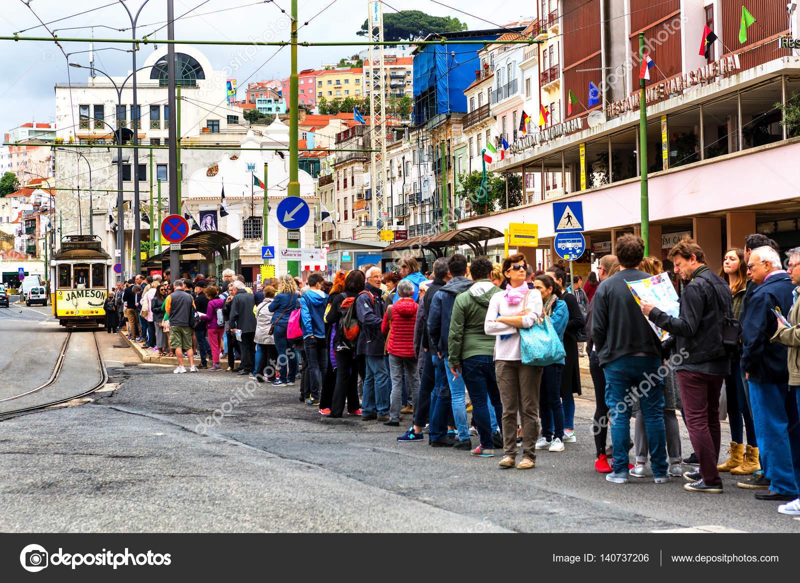 Lisbona portogallo 05 06 2016 persone in piedi in coda for Piani di studio 300 piedi quadrati