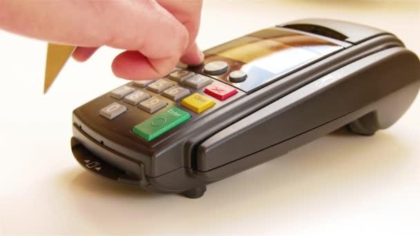 Výpad kreditní kartou přes terminál stroj