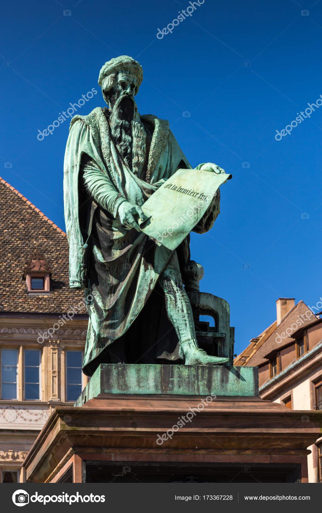 Statue de Johannes Gutenberg dans le Strasbourg — Photo