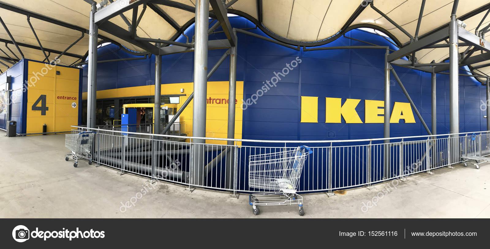 Entrada a la tienda Ikea de Southampton — Foto editorial de stock ...