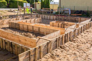 Clapboards for concrete foundation