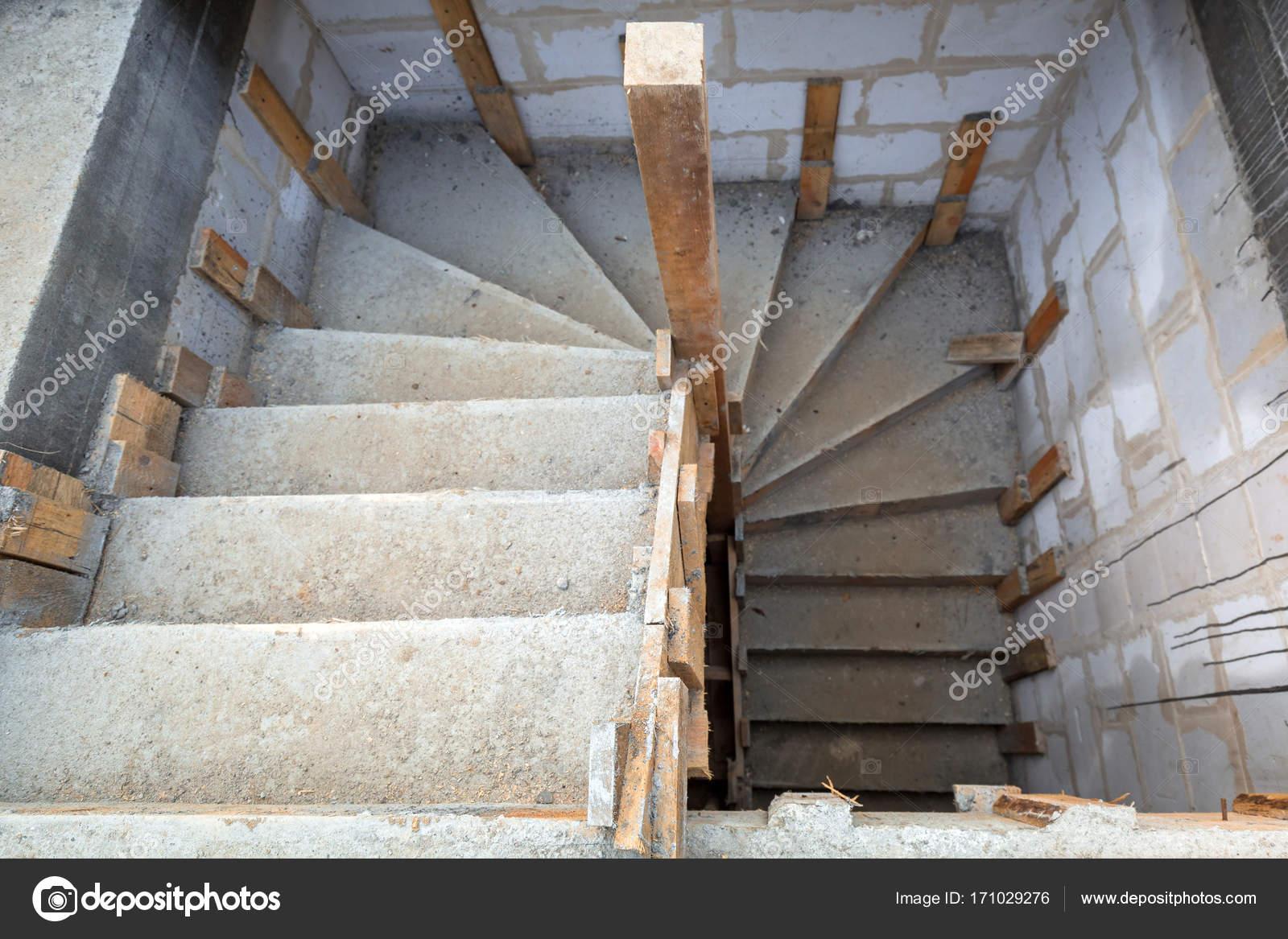 Im genes construcci n de escaleras construcci n en for Formas de escaleras de concreto