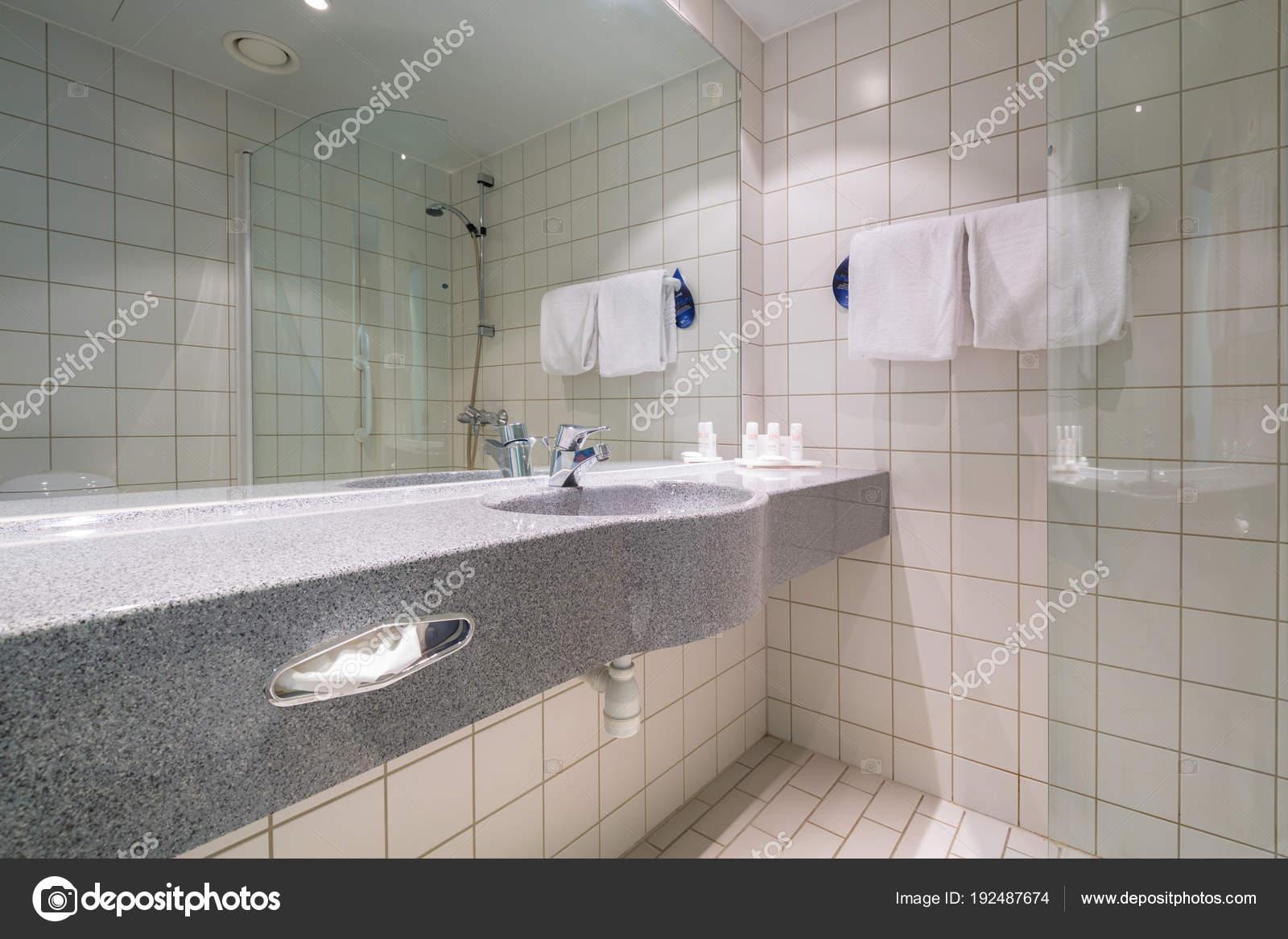 Alta lufthavn noorwegen april 2018 badkamer interieur van radisson